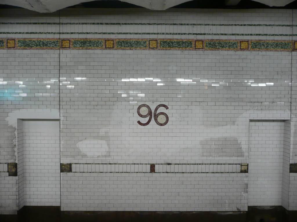 (114k, 1024x768)<br><b>Country:</b> United States<br><b>City:</b> New York<br><b>System:</b> New York City Transit<br><b>Line:</b> IRT West Side Line<br><b>Location:</b> 96th Street <br><b>Photo by:</b> Robbie Rosenfeld<br><b>Date:</b> 9/6/2009<br><b>Notes:</b> New tile work.<br><b>Viewed (this week/total):</b> 0 / 787