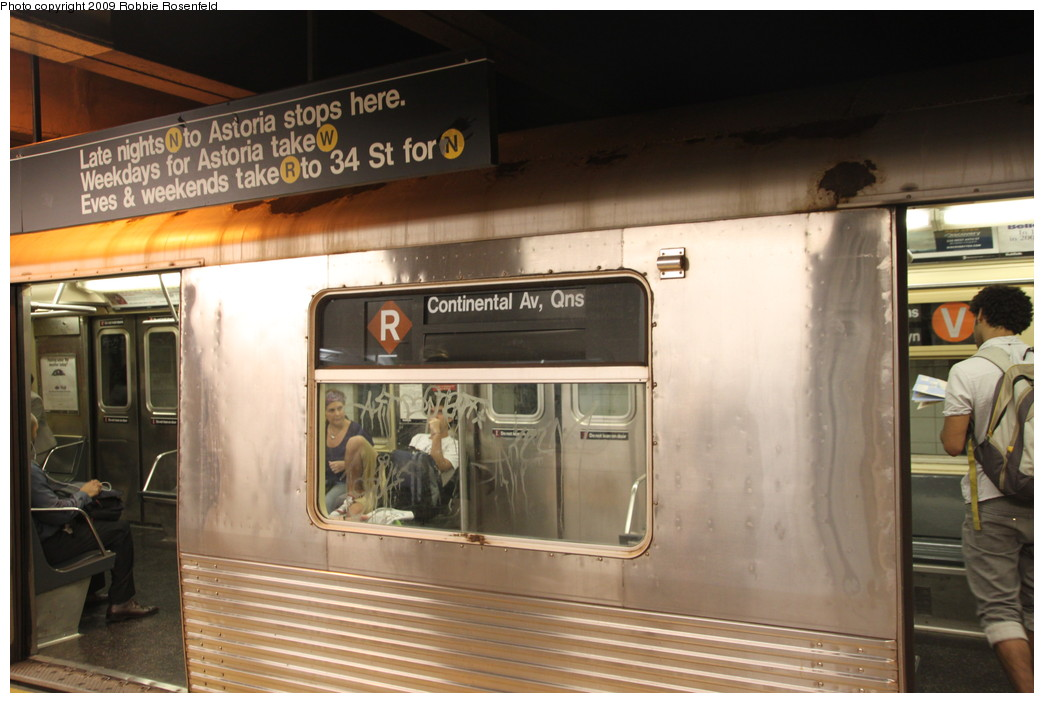(189k, 1044x703)<br><b>Country:</b> United States<br><b>City:</b> New York<br><b>System:</b> New York City Transit<br><b>Line:</b> BMT Broadway Line<br><b>Location:</b> Whitehall Street <br><b>Car:</b> R-42 (St. Louis, 1969-1970)   <br><b>Photo by:</b> Robbie Rosenfeld<br><b>Date:</b> 7/28/2009<br><b>Notes:</b> Brown diamond-R rollsign.<br><b>Viewed (this week/total):</b> 2 / 2462