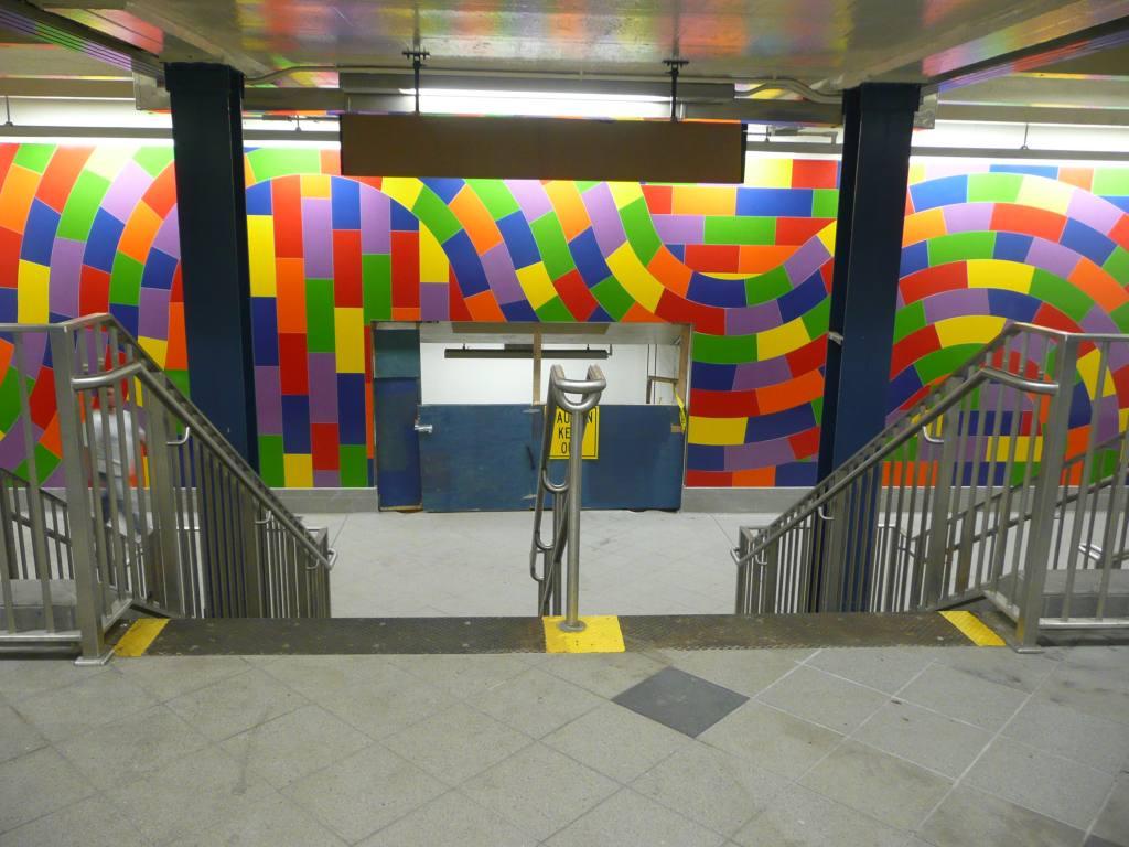 (123k, 1024x768)<br><b>Country:</b> United States<br><b>City:</b> New York<br><b>System:</b> New York City Transit<br><b>Line:</b> IND 8th Avenue Line<br><b>Location:</b> 59th Street/Columbus Circle <br><b>Photo by:</b> Robbie Rosenfeld<br><b>Date:</b> 9/15/2009<br><b>Artwork:</b> <i>Whirls and Twirls</i>, Sol Lewitt (2007).<br><b>Viewed (this week/total):</b> 0 / 1617