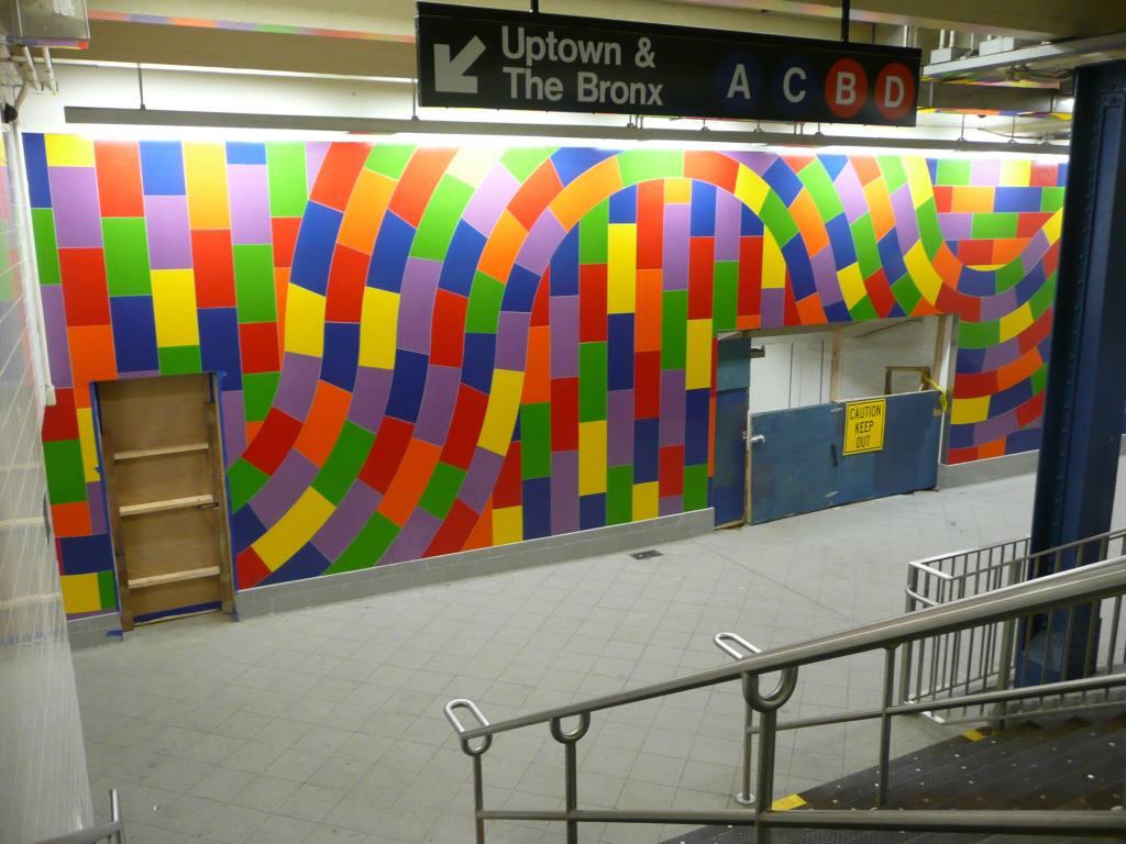 (119k, 1024x768)<br><b>Country:</b> United States<br><b>City:</b> New York<br><b>System:</b> New York City Transit<br><b>Line:</b> IND 8th Avenue Line<br><b>Location:</b> 59th Street/Columbus Circle <br><b>Photo by:</b> Robbie Rosenfeld<br><b>Date:</b> 9/15/2009<br><b>Artwork:</b> <i>Whirls and Twirls</i>, Sol Lewitt (2007).<br><b>Viewed (this week/total):</b> 7 / 1545