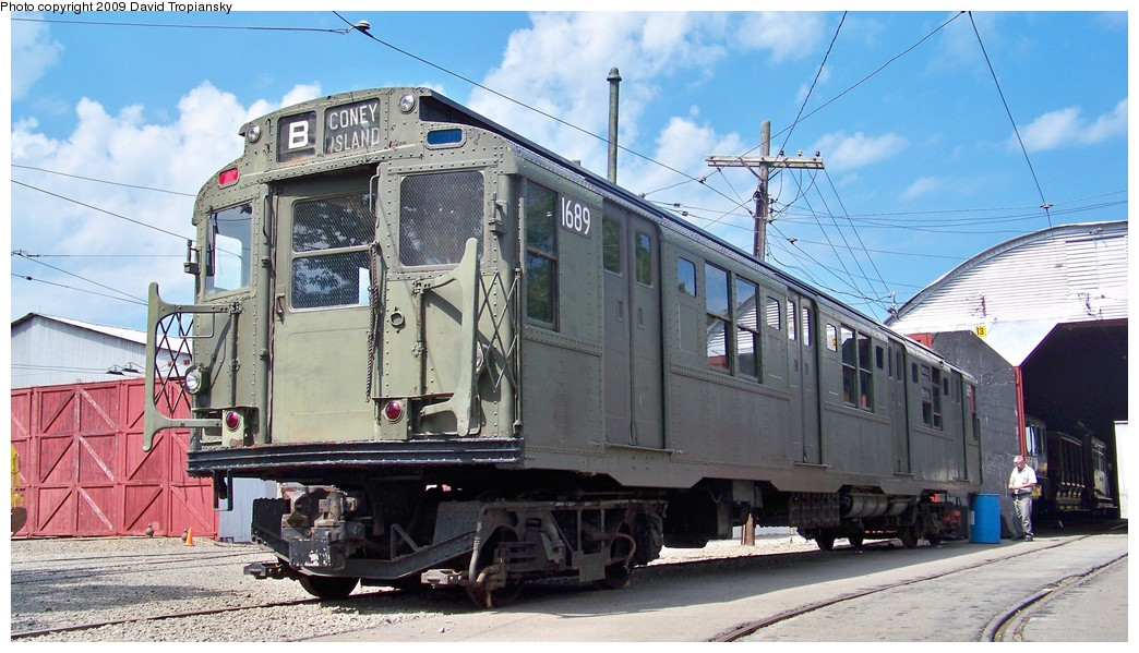 (217k, 1044x599)<br><b>Country:</b> United States<br><b>City:</b> East Haven/Branford, Ct.<br><b>System:</b> Shore Line Trolley Museum <br><b>Car:</b> R-9 (American Car & Foundry, 1940)  1689 <br><b>Photo by:</b> David Tropiansky<br><b>Date:</b> 9/5/2009<br><b>Viewed (this week/total):</b> 1 / 870