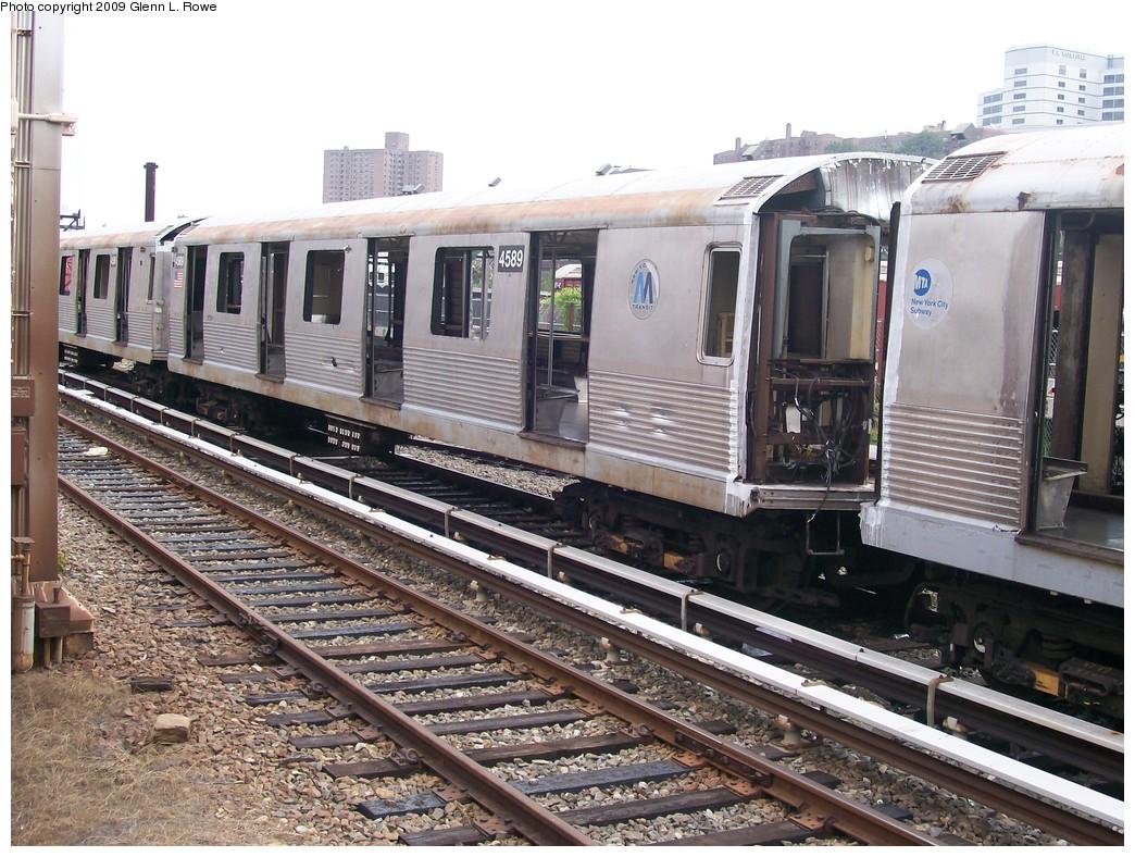 (261k, 1044x788)<br><b>Country:</b> United States<br><b>City:</b> New York<br><b>System:</b> New York City Transit<br><b>Location:</b> 207th Street Yard<br><b>Car:</b> R-42 (St. Louis, 1969-1970)  4589 <br><b>Photo by:</b> Glenn L. Rowe<br><b>Date:</b> 9/23/2009<br><b>Notes:</b> Scrap<br><b>Viewed (this week/total):</b> 0 / 806