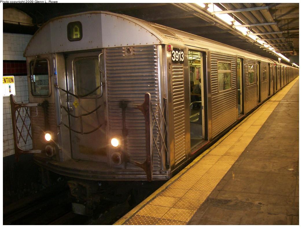 (220k, 1044x788)<br><b>Country:</b> United States<br><b>City:</b> New York<br><b>System:</b> New York City Transit<br><b>Line:</b> IND 8th Avenue Line<br><b>Location:</b> 168th Street <br><b>Route:</b> A<br><b>Car:</b> R-32 (Budd, 1964)  3913 <br><b>Photo by:</b> Glenn L. Rowe<br><b>Date:</b> 9/23/2009<br><b>Viewed (this week/total):</b> 2 / 1015
