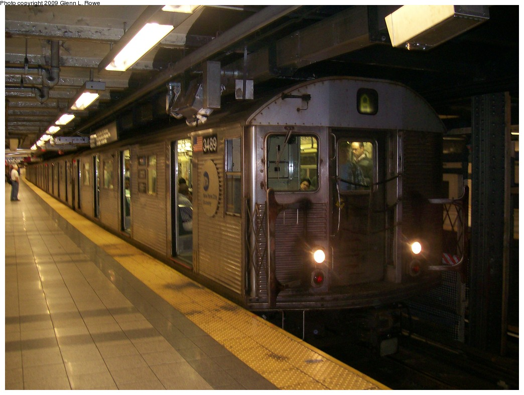 (186k, 1044x788)<br><b>Country:</b> United States<br><b>City:</b> New York<br><b>System:</b> New York City Transit<br><b>Line:</b> IND 8th Avenue Line<br><b>Location:</b> Canal Street-Holland Tunnel <br><b>Route:</b> A<br><b>Car:</b> R-32 (Budd, 1964)  3489 <br><b>Photo by:</b> Glenn L. Rowe<br><b>Date:</b> 9/25/2009<br><b>Viewed (this week/total):</b> 2 / 1283