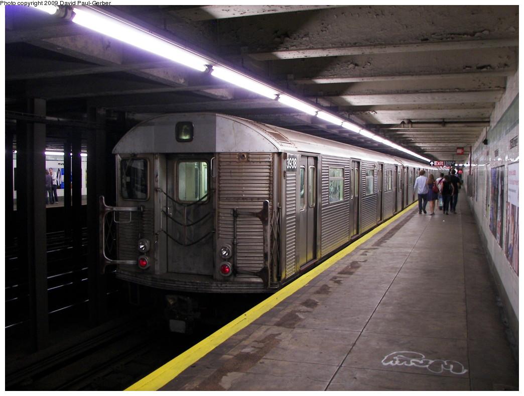 (252k, 1044x788)<br><b>Country:</b> United States<br><b>City:</b> New York<br><b>System:</b> New York City Transit<br><b>Line:</b> IND Fulton Street Line<br><b>Location:</b> Lafayette Avenue <br><b>Route:</b> C<br><b>Car:</b> R-32 (Budd, 1964)  3938 <br><b>Photo by:</b> David-Paul Gerber<br><b>Date:</b> 9/25/2009<br><b>Viewed (this week/total):</b> 2 / 1436