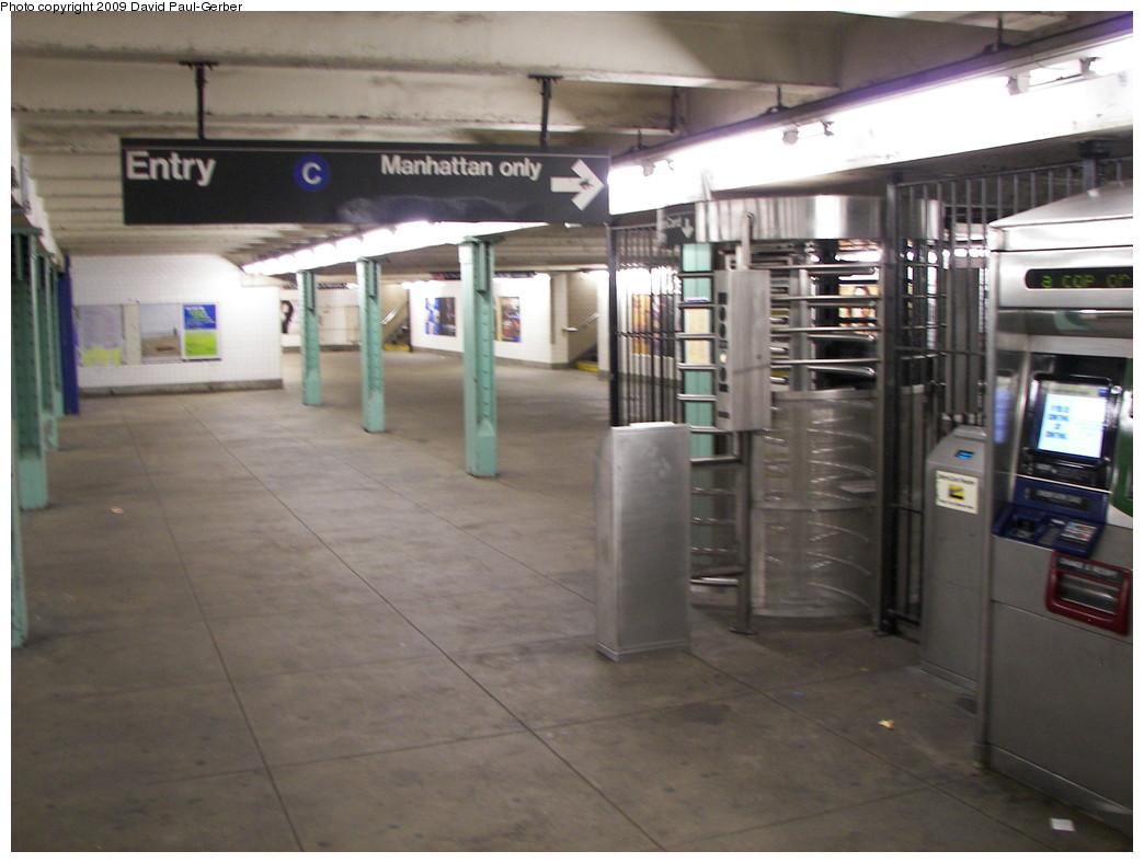(232k, 1044x788)<br><b>Country:</b> United States<br><b>City:</b> New York<br><b>System:</b> New York City Transit<br><b>Line:</b> IND Fulton Street Line<br><b>Location:</b> Lafayette Avenue <br><b>Photo by:</b> David-Paul Gerber<br><b>Date:</b> 9/25/2009<br><b>Viewed (this week/total):</b> 0 / 1399