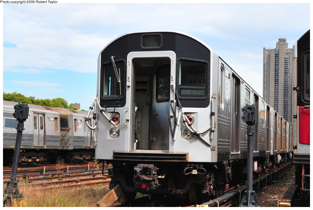 (252k, 1044x701)<br><b>Country:</b> United States<br><b>City:</b> New York<br><b>System:</b> New York City Transit<br><b>Location:</b> Concourse Yard<br><b>Car:</b> R-110A (Kawasaki, 1992) 8001 <br><b>Photo by:</b> Robert Taylor<br><b>Date:</b> 9/23/2009<br><b>Viewed (this week/total):</b> 0 / 2584