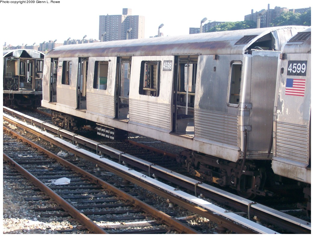 (242k, 1044x788)<br><b>Country:</b> United States<br><b>City:</b> New York<br><b>System:</b> New York City Transit<br><b>Location:</b> 207th Street Yard<br><b>Car:</b> R-42 (St. Louis, 1969-1970)  4598 <br><b>Photo by:</b> Glenn L. Rowe<br><b>Date:</b> 9/29/2009<br><b>Notes:</b> Scrap<br><b>Viewed (this week/total):</b> 0 / 823