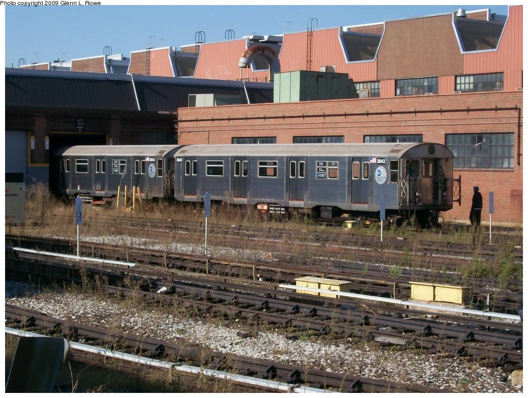 (284k, 1044x788)<br><b>Country:</b> United States<br><b>City:</b> New York<br><b>System:</b> New York City Transit<br><b>Location:</b> 207th Street Yard<br><b>Car:</b> R-32 (Budd, 1964)  3642/3643 <br><b>Photo by:</b> Glenn L. Rowe<br><b>Date:</b> 9/29/2009<br><b>Viewed (this week/total):</b> 0 / 1155