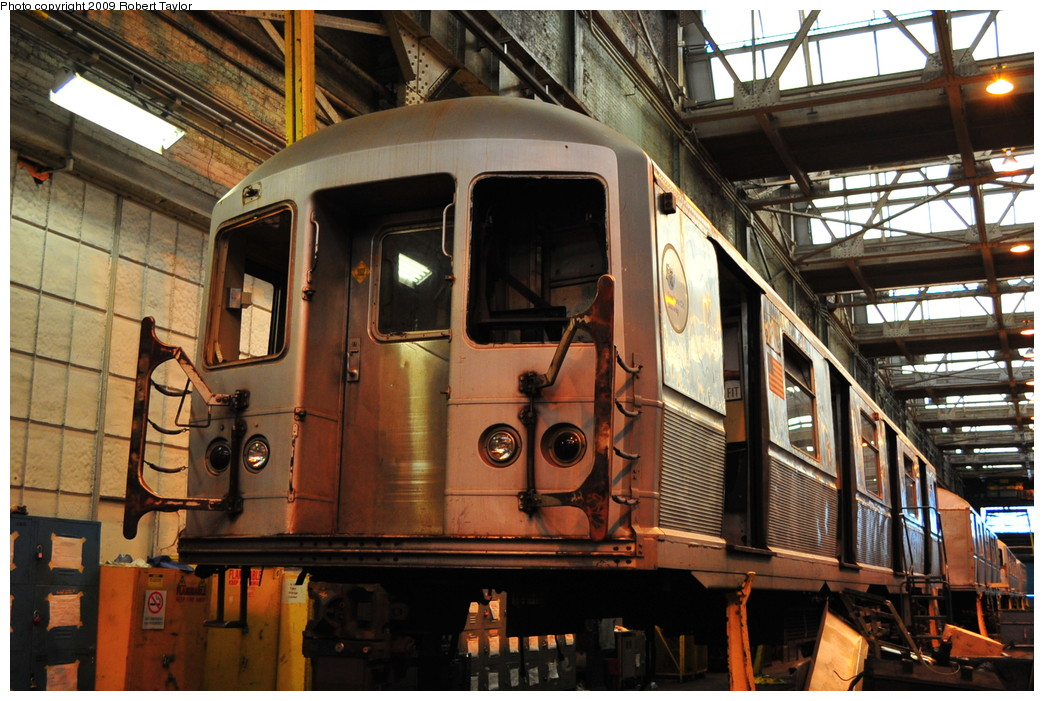 (299k, 1044x701)<br><b>Country:</b> United States<br><b>City:</b> New York<br><b>System:</b> New York City Transit<br><b>Location:</b> 207th Street Shop<br><b>Car:</b> R-40M (St. Louis, 1969)   <br><b>Photo by:</b> Robert Taylor<br><b>Date:</b> 9/21/2009<br><b>Notes:</b> Scrap<br><b>Viewed (this week/total):</b> 0 / 1394
