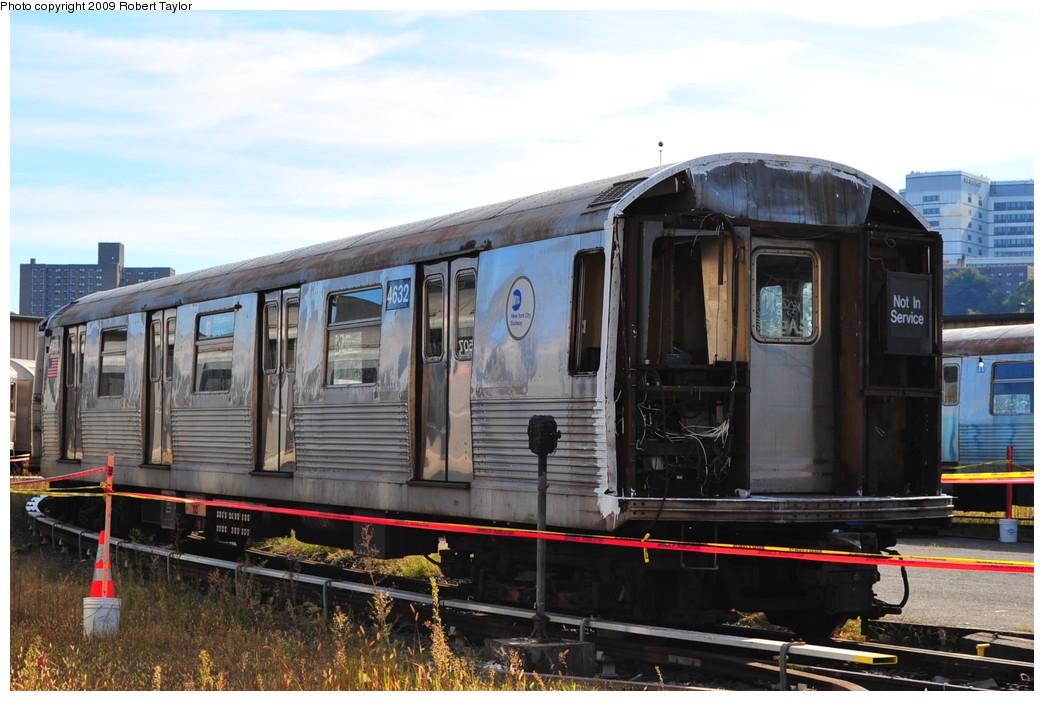 (252k, 1044x701)<br><b>Country:</b> United States<br><b>City:</b> New York<br><b>System:</b> New York City Transit<br><b>Location:</b> 207th Street Yard<br><b>Car:</b> R-42 (St. Louis, 1969-1970)  4632 <br><b>Photo by:</b> Robert Taylor<br><b>Date:</b> 9/21/2009<br><b>Notes:</b> Scrap<br><b>Viewed (this week/total):</b> 1 / 1066