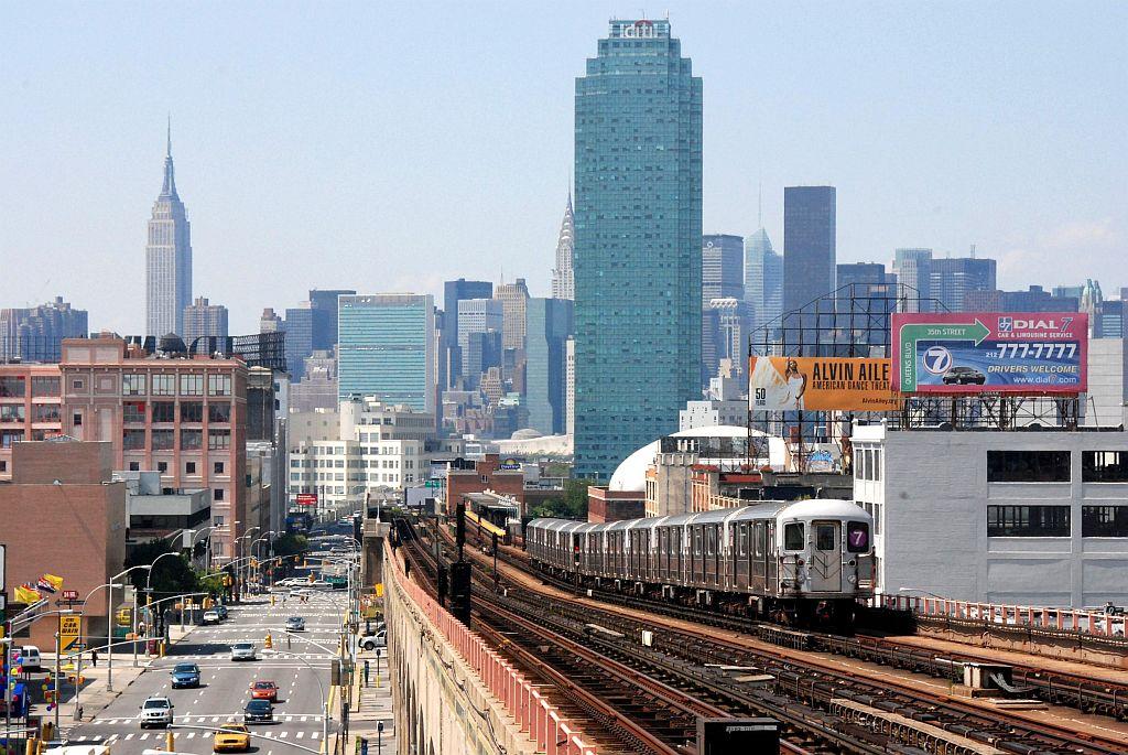 (166k, 1024x685)<br><b>Country:</b> United States<br><b>City:</b> New York<br><b>System:</b> New York City Transit<br><b>Line:</b> IRT Flushing Line<br><b>Location:</b> 40th Street/Lowery Street <br><b>Route:</b> 7<br><b>Car:</b> R-62A (Bombardier, 1984-1987)   <br><b>Photo by:</b> Richard Chase<br><b>Date:</b> 8/30/2009<br><b>Viewed (this week/total):</b> 1 / 1475
