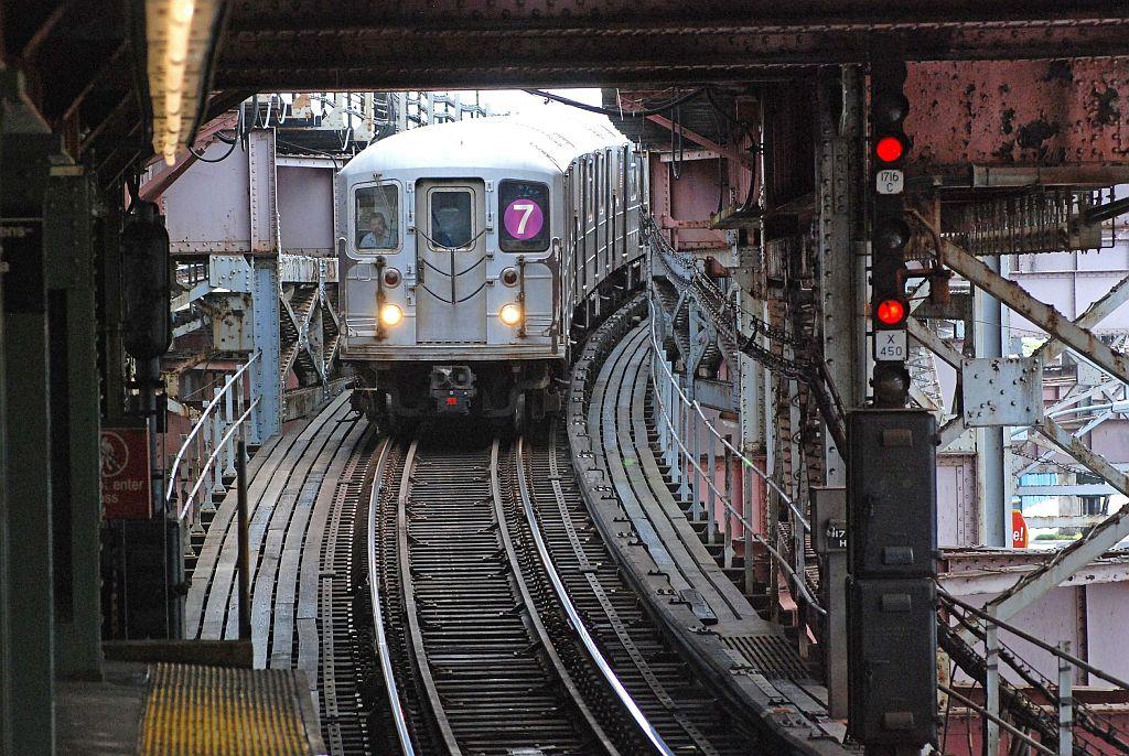 (191k, 1024x686)<br><b>Country:</b> United States<br><b>City:</b> New York<br><b>System:</b> New York City Transit<br><b>Line:</b> IRT Flushing Line<br><b>Location:</b> Queensborough Plaza <br><b>Route:</b> 7<br><b>Car:</b> R-62A (Bombardier, 1984-1987)   <br><b>Photo by:</b> Richard Chase<br><b>Date:</b> 8/30/2009<br><b>Viewed (this week/total):</b> 0 / 1582