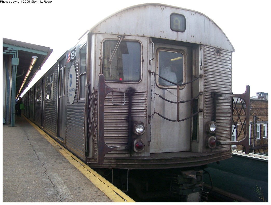 (198k, 1044x788)<br><b>Country:</b> United States<br><b>City:</b> New York<br><b>System:</b> New York City Transit<br><b>Line:</b> IND Fulton Street Line<br><b>Location:</b> Lefferts Boulevard <br><b>Route:</b> A<br><b>Car:</b> R-32 (Budd, 1964)  3895 <br><b>Photo by:</b> Glenn L. Rowe<br><b>Date:</b> 9/30/2009<br><b>Viewed (this week/total):</b> 1 / 672