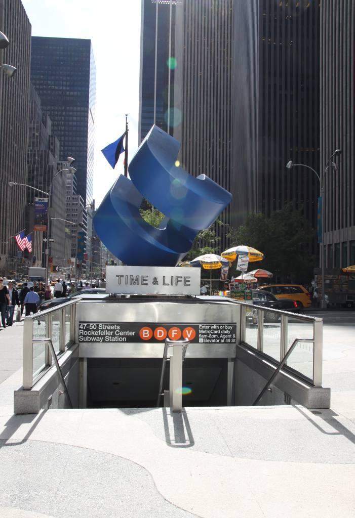(105k, 701x1024)<br><b>Country:</b> United States<br><b>City:</b> New York<br><b>System:</b> New York City Transit<br><b>Line:</b> IND 6th Avenue Line<br><b>Location:</b> 47-50th Street/Rockefeller Center <br><b>Photo by:</b> Robbie Rosenfeld<br><b>Date:</b> 10/5/2009<br><b>Notes:</b> Entrance at Time-Life building<br><b>Viewed (this week/total):</b> 0 / 2007