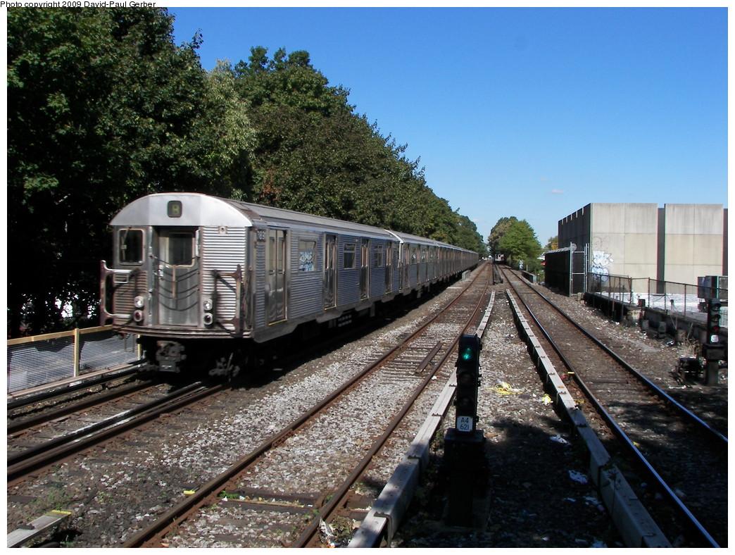 (336k, 1044x788)<br><b>Country:</b> United States<br><b>City:</b> New York<br><b>System:</b> New York City Transit<br><b>Line:</b> BMT Brighton Line<br><b>Location:</b> Kings Highway <br><b>Route:</b> B<br><b>Car:</b> R-32 (Budd, 1964)  3891 <br><b>Photo by:</b> David-Paul Gerber<br><b>Date:</b> 10/6/2009<br><b>Viewed (this week/total):</b> 3 / 1217