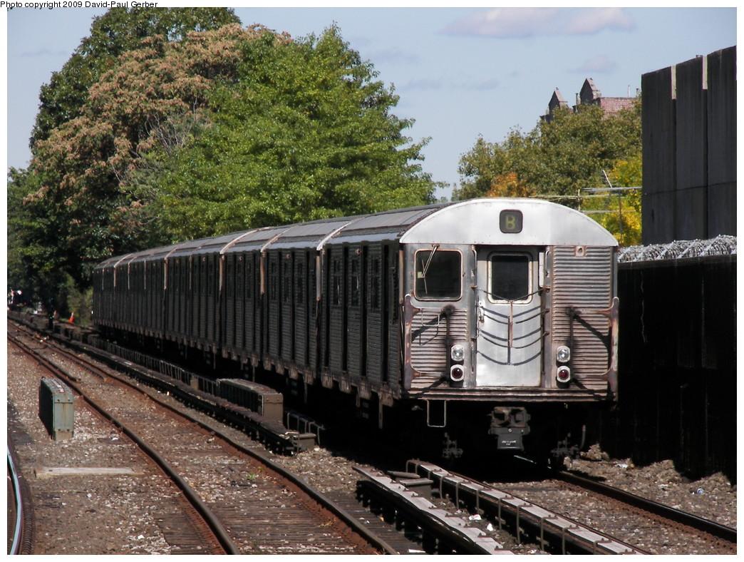 (331k, 1044x788)<br><b>Country:</b> United States<br><b>City:</b> New York<br><b>System:</b> New York City Transit<br><b>Line:</b> BMT Brighton Line<br><b>Location:</b> Kings Highway <br><b>Route:</b> B<br><b>Car:</b> R-32 (Budd, 1964)   <br><b>Photo by:</b> David-Paul Gerber<br><b>Date:</b> 10/6/2009<br><b>Viewed (this week/total):</b> 0 / 1384