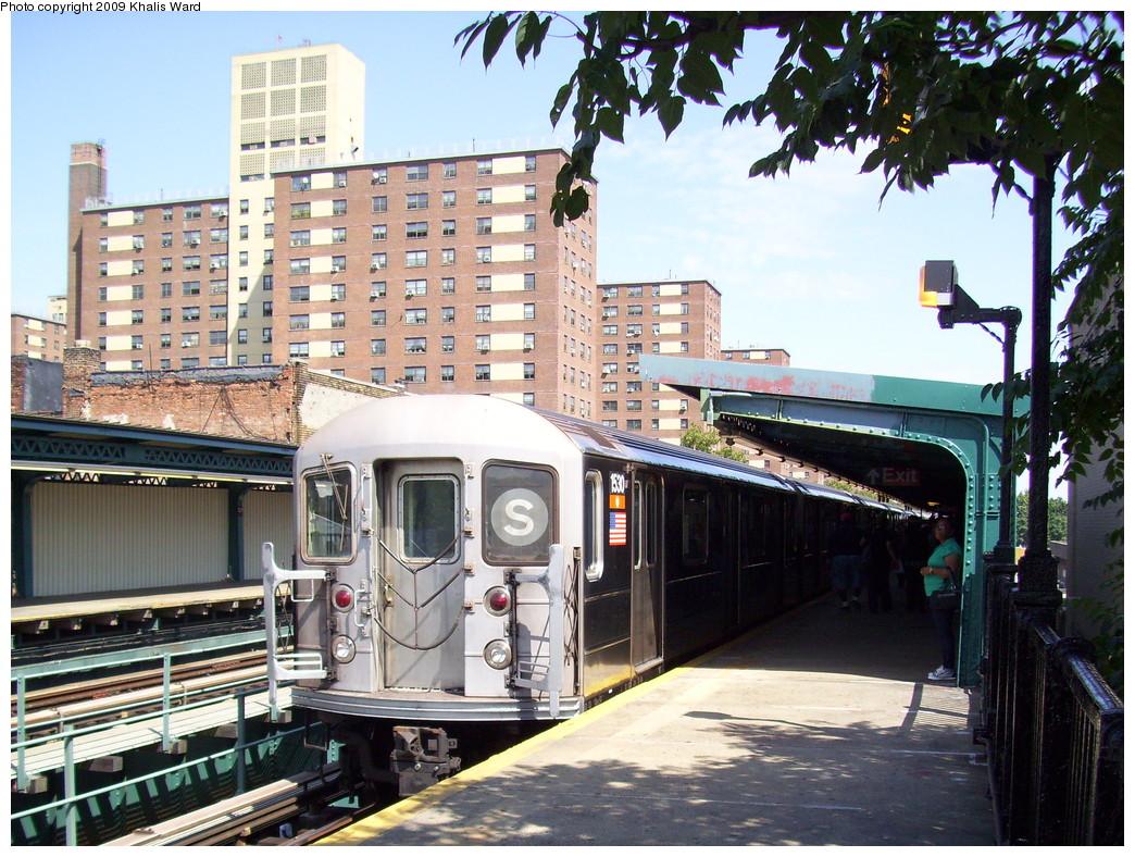 (312k, 1044x788)<br><b>Country:</b> United States<br><b>City:</b> New York<br><b>System:</b> New York City Transit<br><b>Line:</b> IRT Brooklyn Line<br><b>Location:</b> Junius Street <br><b>Route:</b> 3<br><b>Car:</b> R-62 (Kawasaki, 1983-1985)  1530 <br><b>Photo by:</b> Khalis Ward<br><b>Date:</b> 9/4/2009<br><b>Viewed (this week/total):</b> 1 / 2241