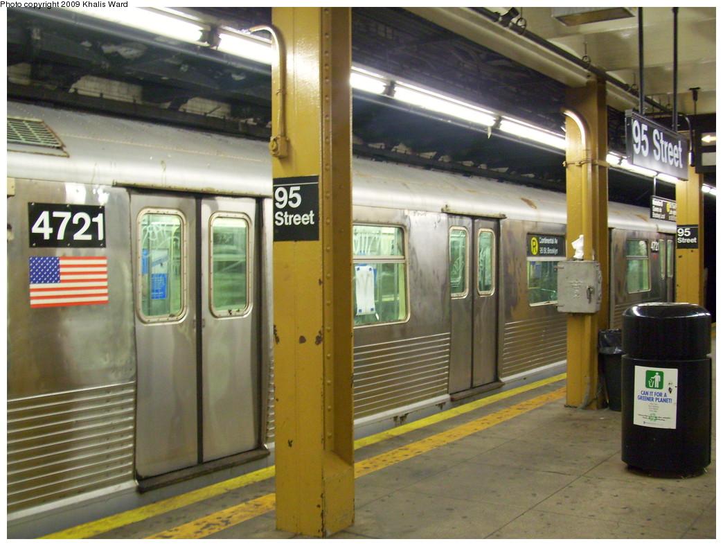 (249k, 1044x788)<br><b>Country:</b> United States<br><b>City:</b> New York<br><b>System:</b> New York City Transit<br><b>Line:</b> BMT 4th Avenue<br><b>Location:</b> 95th Street/Fort Hamilton <br><b>Route:</b> R<br><b>Car:</b> R-42 (St. Louis, 1969-1970)  4721 <br><b>Photo by:</b> Khalis Ward<br><b>Date:</b> 8/19/2009<br><b>Viewed (this week/total):</b> 3 / 1823