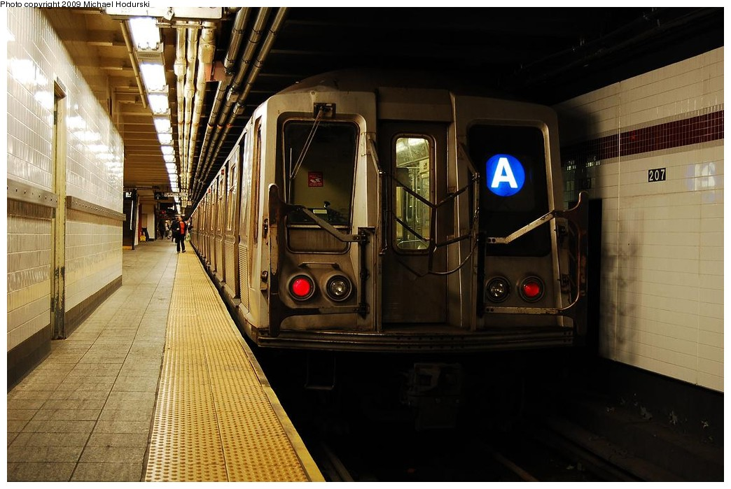 (221k, 1044x699)<br><b>Country:</b> United States<br><b>City:</b> New York<br><b>System:</b> New York City Transit<br><b>Line:</b> IND 8th Avenue Line<br><b>Location:</b> 207th Street <br><b>Route:</b> A<br><b>Car:</b> R-40 (St. Louis, 1968)  4219 <br><b>Photo by:</b> Michael Hodurski<br><b>Date:</b> 6/9/2009<br><b>Viewed (this week/total):</b> 0 / 805
