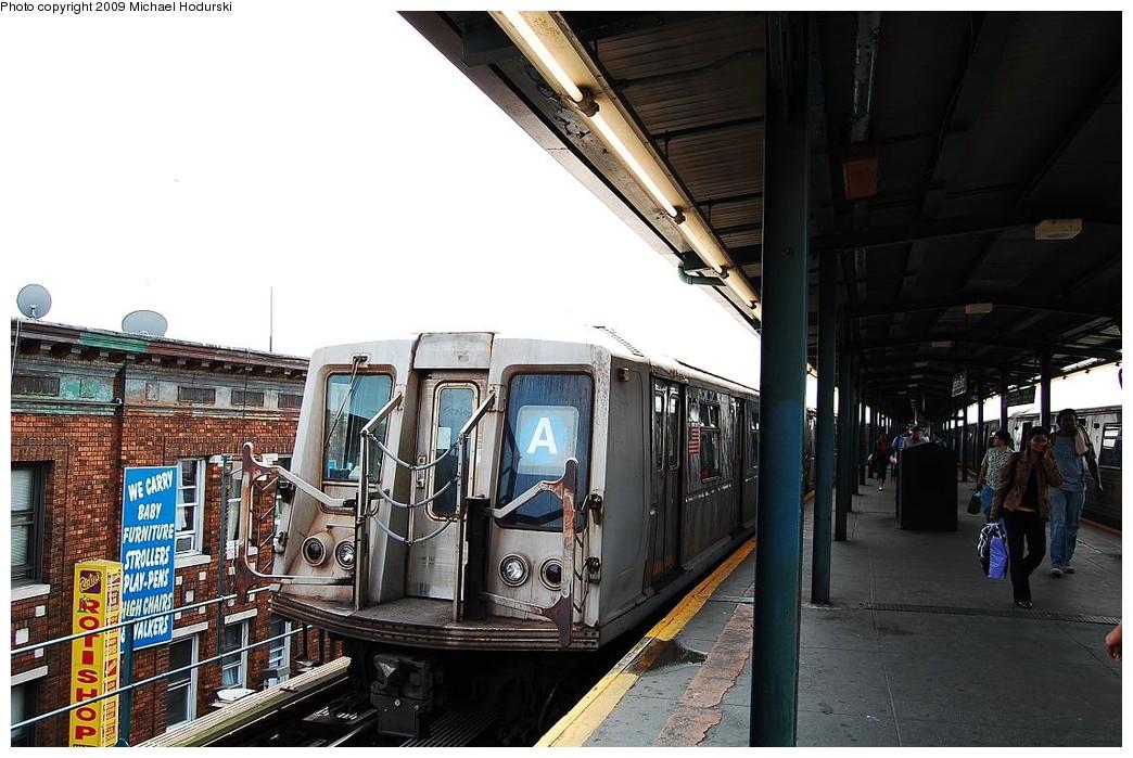 (234k, 1044x699)<br><b>Country:</b> United States<br><b>City:</b> New York<br><b>System:</b> New York City Transit<br><b>Line:</b> IND Fulton Street Line<br><b>Location:</b> Lefferts Boulevard <br><b>Route:</b> A<br><b>Car:</b> R-40 (St. Louis, 1968)  4371 <br><b>Photo by:</b> Michael Hodurski<br><b>Date:</b> 6/9/2009<br><b>Viewed (this week/total):</b> 4 / 1052
