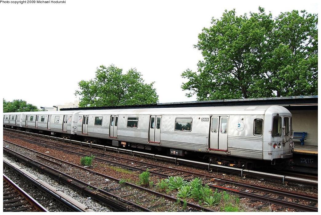 (321k, 1044x699)<br><b>Country:</b> United States<br><b>City:</b> New York<br><b>System:</b> New York City Transit<br><b>Line:</b> IND Rockaway<br><b>Location:</b> Aqueduct/North Conduit Avenue <br><b>Route:</b> A<br><b>Car:</b> R-44 (St. Louis, 1971-73) 5444 <br><b>Photo by:</b> Michael Hodurski<br><b>Date:</b> 6/8/2009<br><b>Viewed (this week/total):</b> 1 / 851