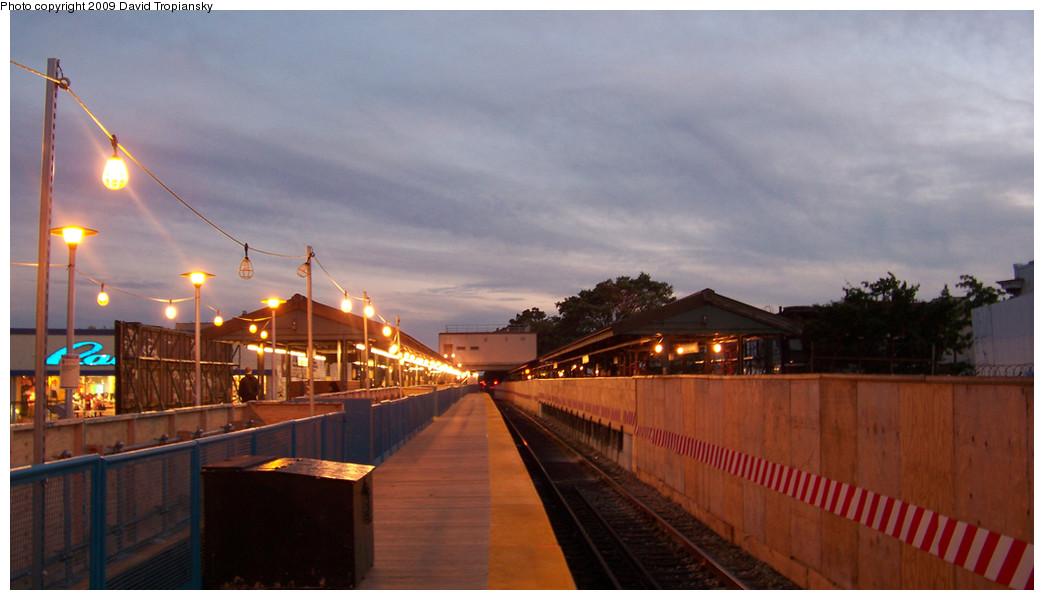 (191k, 1044x600)<br><b>Country:</b> United States<br><b>City:</b> New York<br><b>System:</b> New York City Transit<br><b>Line:</b> BMT Brighton Line<br><b>Location:</b> Kings Highway <br><b>Photo by:</b> David Tropiansky<br><b>Date:</b> 10/10/2009<br><b>Notes:</b> View of Kings Highway Station with temporary construction platform layout.<br><b>Viewed (this week/total):</b> 0 / 1316