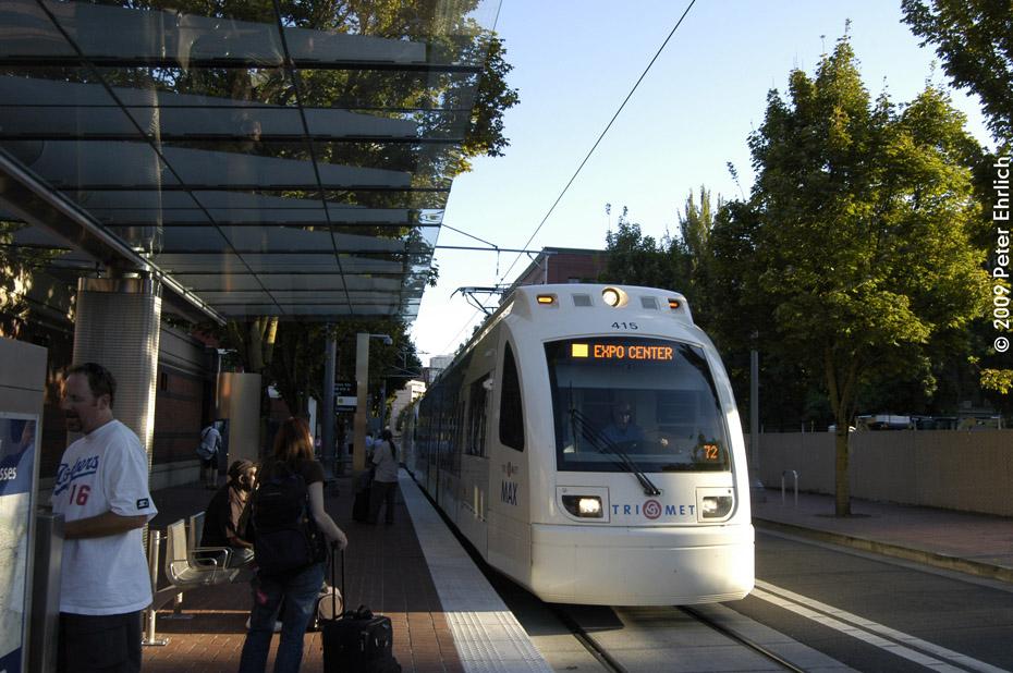 (226k, 930x618)<br><b>Country:</b> United States<br><b>City:</b> Portland, OR<br><b>System:</b> Portland MAX<br><b>Line:</b> MAX Yellow Line<br><b>Location:</b> NW 6th/Hoyt Street (Union Station) (NB) <br><b>Car:</b> MAX Type 4 (Siemens SD70)  415 <br><b>Photo by:</b> Peter Ehrlich<br><b>Date:</b> 9/11/2009<br><b>Notes:</b> Outbound.<br><b>Viewed (this week/total):</b> 1 / 492