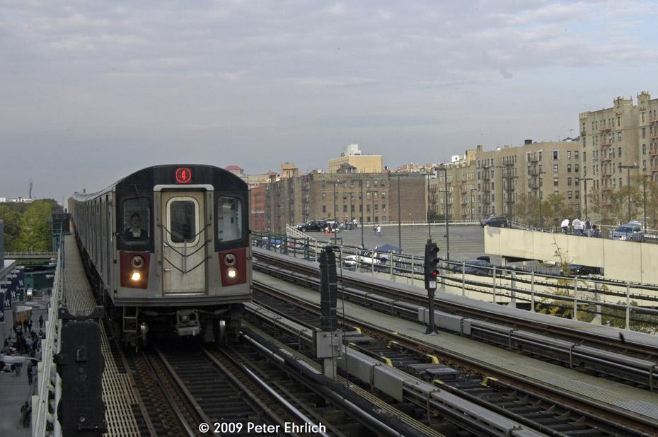 (192k, 930x618)<br><b>Country:</b> United States<br><b>City:</b> New York<br><b>System:</b> New York City Transit<br><b>Line:</b> IRT Woodlawn Line<br><b>Location:</b> 161st Street/River Avenue (Yankee Stadium) <br><b>Route:</b> 4<br><b>Car:</b> R-142 (Option Order, Bombardier, 2002-2003)  1191 <br><b>Photo by:</b> Peter Ehrlich<br><b>Date:</b> 10/9/2009<br><b>Notes:</b> Inbound.<br><b>Viewed (this week/total):</b> 0 / 1123