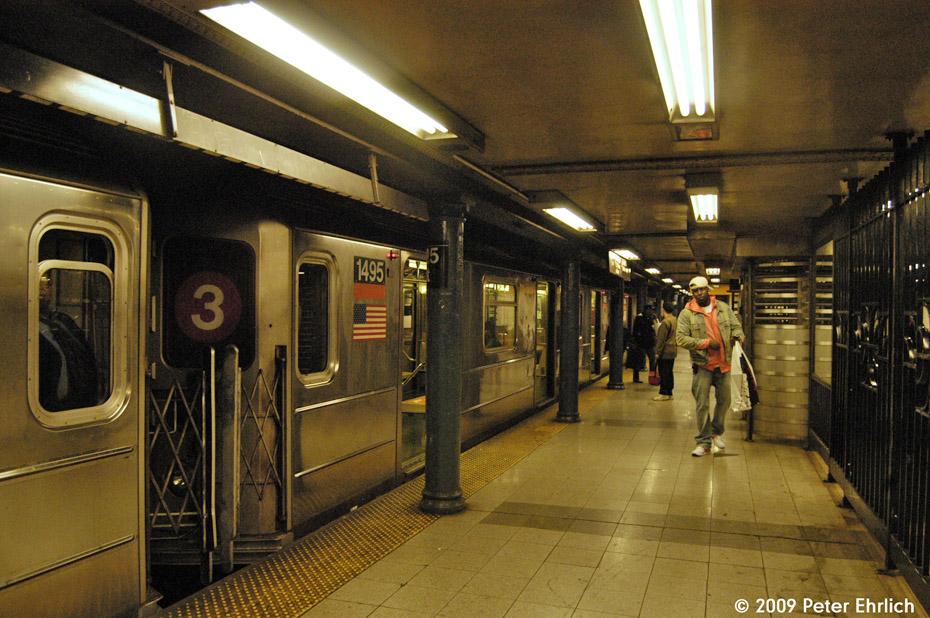 (246k, 930x618)<br><b>Country:</b> United States<br><b>City:</b> New York<br><b>System:</b> New York City Transit<br><b>Line:</b> IRT Lenox Line<br><b>Location:</b> 125th Street <br><b>Route:</b> 3<br><b>Car:</b> R-62 (Kawasaki, 1983-1985)  1495 <br><b>Photo by:</b> Peter Ehrlich<br><b>Date:</b> 10/9/2009<br><b>Notes:</b> Outbound.<br><b>Viewed (this week/total):</b> 0 / 1754