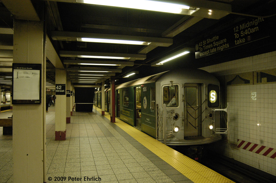 (200k, 930x618)<br><b>Country:</b> United States<br><b>City:</b> New York<br><b>System:</b> New York City Transit<br><b>Line:</b> IRT Times Square-Grand Central Shuttle<br><b>Location:</b> Grand Central <br><b>Route:</b> S<br><b>Car:</b> R-62A (Bombardier, 1984-1987)  1936 <br><b>Photo by:</b> Peter Ehrlich<br><b>Date:</b> 10/9/2009<br><b>Viewed (this week/total):</b> 3 / 814