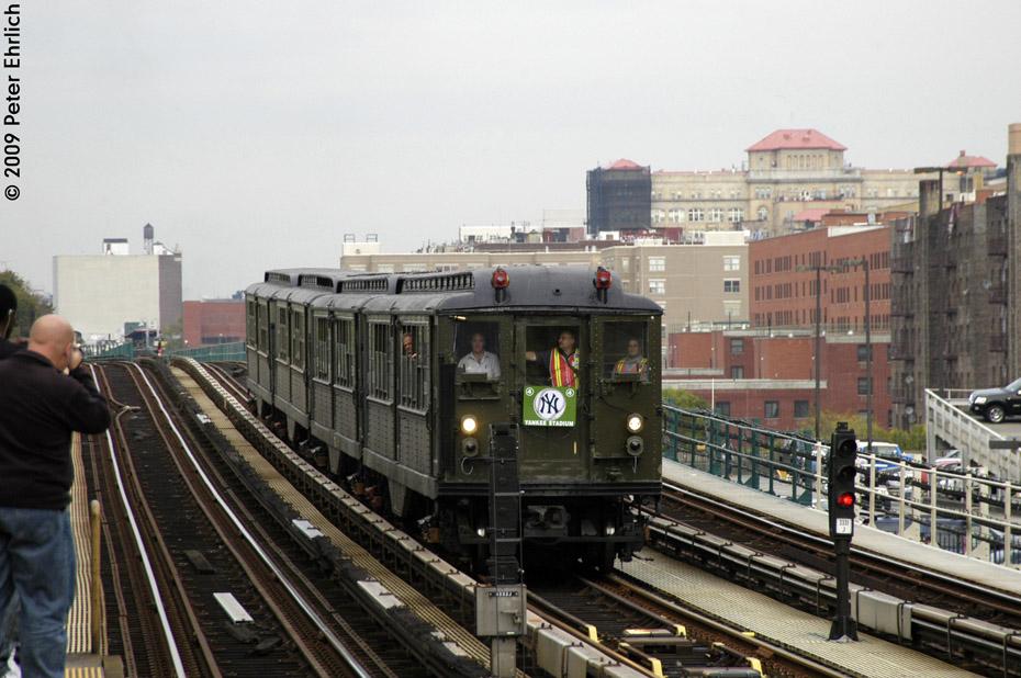 (208k, 930x618)<br><b>Country:</b> United States<br><b>City:</b> New York<br><b>System:</b> New York City Transit<br><b>Line:</b> IRT Woodlawn Line<br><b>Location:</b> 161st Street/River Avenue (Yankee Stadium) <br><b>Route:</b> Fan Trip<br><b>Car:</b> Low-V (Museum Train) 5292 <br><b>Photo by:</b> Peter Ehrlich<br><b>Date:</b> 10/9/2009<br><b>Notes:</b> Yankee Stadium Special<br><b>Viewed (this week/total):</b> 2 / 1071
