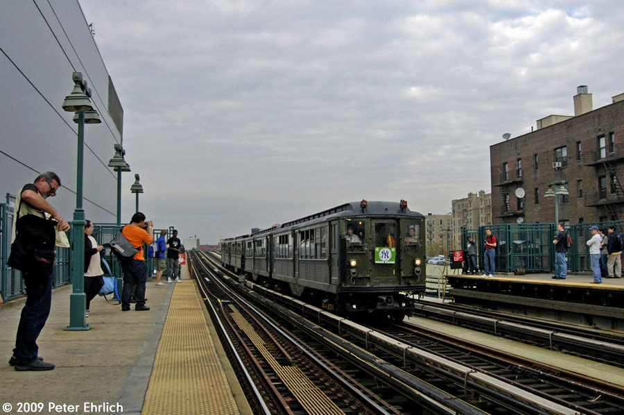 (190k, 900x598)<br><b>Country:</b> United States<br><b>City:</b> New York<br><b>System:</b> New York City Transit<br><b>Line:</b> IRT Woodlawn Line<br><b>Location:</b> 161st Street/River Avenue (Yankee Stadium) <br><b>Route:</b> Fan Trip<br><b>Car:</b> Low-V (Museum Train) 5292 <br><b>Photo by:</b> Peter Ehrlich<br><b>Date:</b> 10/9/2009<br><b>Notes:</b> Yankee Stadium Special<br><b>Viewed (this week/total):</b> 0 / 1057