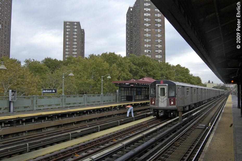 (226k, 930x618)<br><b>Country:</b> United States<br><b>City:</b> New York<br><b>System:</b> New York City Transit<br><b>Line:</b> IRT White Plains Road Line<br><b>Location:</b> Jackson Avenue <br><b>Route:</b> 5<br><b>Car:</b> R-142 (Primary Order, Bombardier, 1999-2002)  6466 <br><b>Photo by:</b> Peter Ehrlich<br><b>Date:</b> 10/9/2009<br><b>Notes:</b> Inbound.<br><b>Viewed (this week/total):</b> 0 / 1595