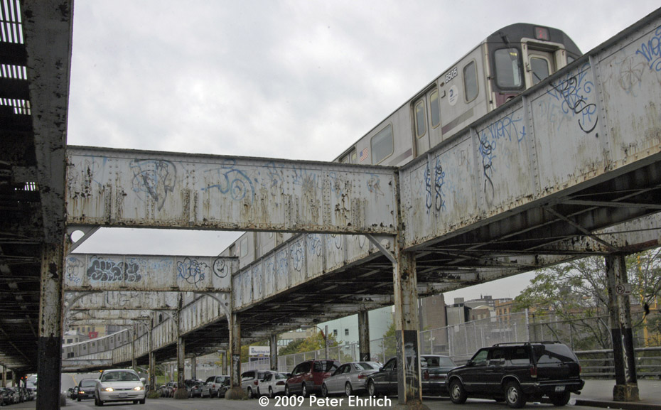 (198k, 930x577)<br><b>Country:</b> United States<br><b>City:</b> New York<br><b>System:</b> New York City Transit<br><b>Line:</b> IRT White Plains Road Line<br><b>Location:</b> Jackson Avenue <br><b>Route:</b> 2<br><b>Car:</b> R-142 (Primary Order, Bombardier, 1999-2002)  6505 <br><b>Photo by:</b> Peter Ehrlich<br><b>Date:</b> 10/9/2009<br><b>Notes:</b> Bergen cutoff, between 3rd Avenue Station & Jackson, inbound. The Bergen Street cutoff connected to the 3rd Avenue El, permitting throough service over the White Plains Road Line.<br><b>Viewed (this week/total):</b> 0 / 2643