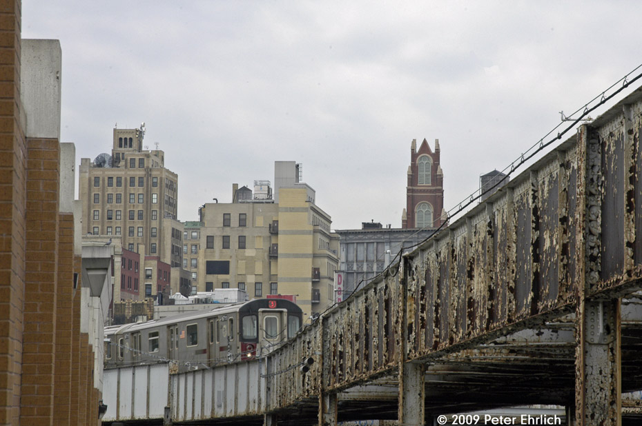 (196k, 930x618)<br><b>Country:</b> United States<br><b>City:</b> New York<br><b>System:</b> New York City Transit<br><b>Location:</b> 149th & Bergen Portal (2/5 Lines)<br><b>Route:</b> 5<br><b>Car:</b> R-142 (Primary Order, Bombardier, 1999-2002)  6711 <br><b>Photo by:</b> Peter Ehrlich<br><b>Date:</b> 10/9/2009<br><b>Notes:</b> Leaving portal east of 3rd Avenue Station, outbound.<br><b>Viewed (this week/total):</b> 1 / 1160