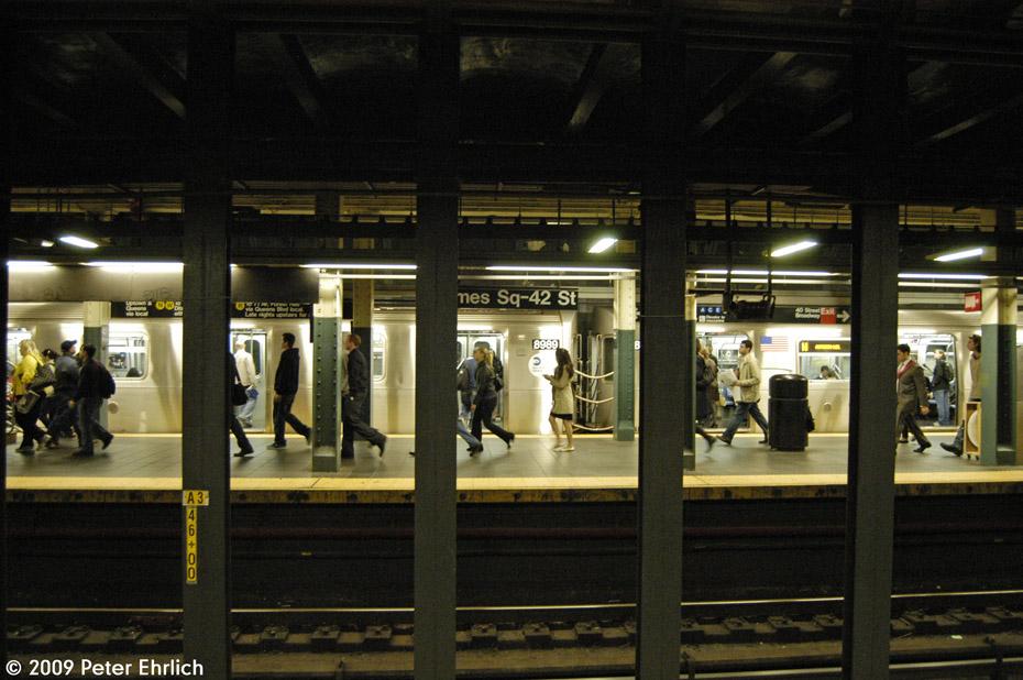 (207k, 930x618)<br><b>Country:</b> United States<br><b>City:</b> New York<br><b>System:</b> New York City Transit<br><b>Line:</b> BMT Broadway Line<br><b>Location:</b> Times Square/42nd Street <br><b>Car:</b> R-160B (Option 1) (Kawasaki, 2008-2009)  8989 <br><b>Photo by:</b> Peter Ehrlich<br><b>Date:</b> 10/9/2009<br><b>Notes:</b> Northbound.<br><b>Viewed (this week/total):</b> 2 / 2358