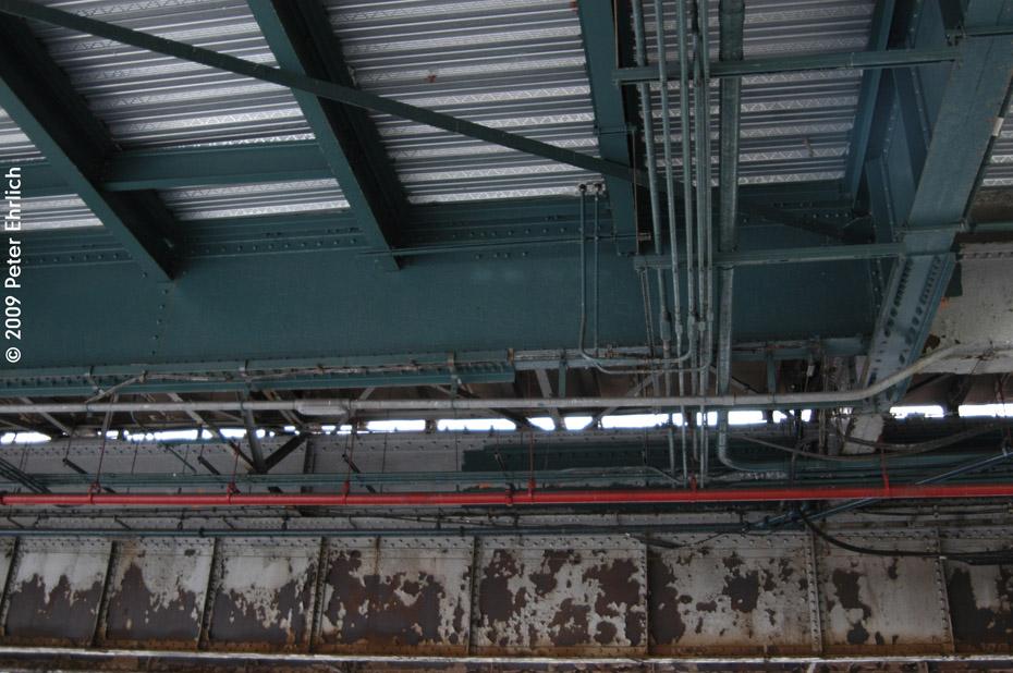 (204k, 930x618)<br><b>Country:</b> United States<br><b>City:</b> New York<br><b>System:</b> New York City Transit<br><b>Line:</b> IRT White Plains Road Line<br><b>Location:</b> Jackson Avenue <br><b>Photo by:</b> Peter Ehrlich<br><b>Date:</b> 10/9/2009<br><b>Notes:</b> Decrepitude of the White Plains Road IRT at Jackson Avenue.<br><b>Viewed (this week/total):</b> 0 / 972