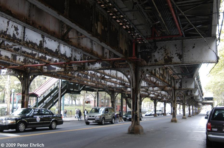 (225k, 930x618)<br><b>Country:</b> United States<br><b>City:</b> New York<br><b>System:</b> New York City Transit<br><b>Line:</b> IRT White Plains Road Line<br><b>Location:</b> Jackson Avenue <br><b>Photo by:</b> Peter Ehrlich<br><b>Date:</b> 10/9/2009<br><b>Notes:</b> Decrepitude of the White Plains Road IRT at Jackson Avenue.<br><b>Viewed (this week/total):</b> 0 / 1722