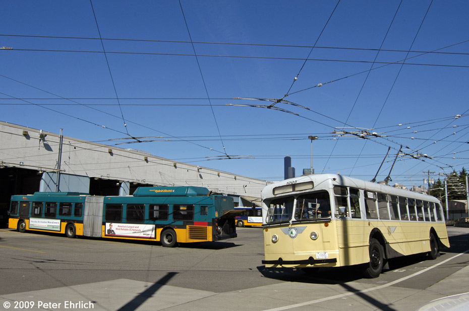 (181k, 930x618)<br><b>Country:</b> United States<br><b>City:</b> Seattle, WA<br><b>System:</b> King Country Metro<br><b>Car:</b> Seattle Trolley Coach 1005 <br><b>Photo by:</b> Peter Ehrlich<br><b>Date:</b> 9/11/2009<br><b>Notes:</b> At Atlantic Base.  With New Flyer diesel-electric hybrid 2626.<br><b>Viewed (this week/total):</b> 2 / 1778