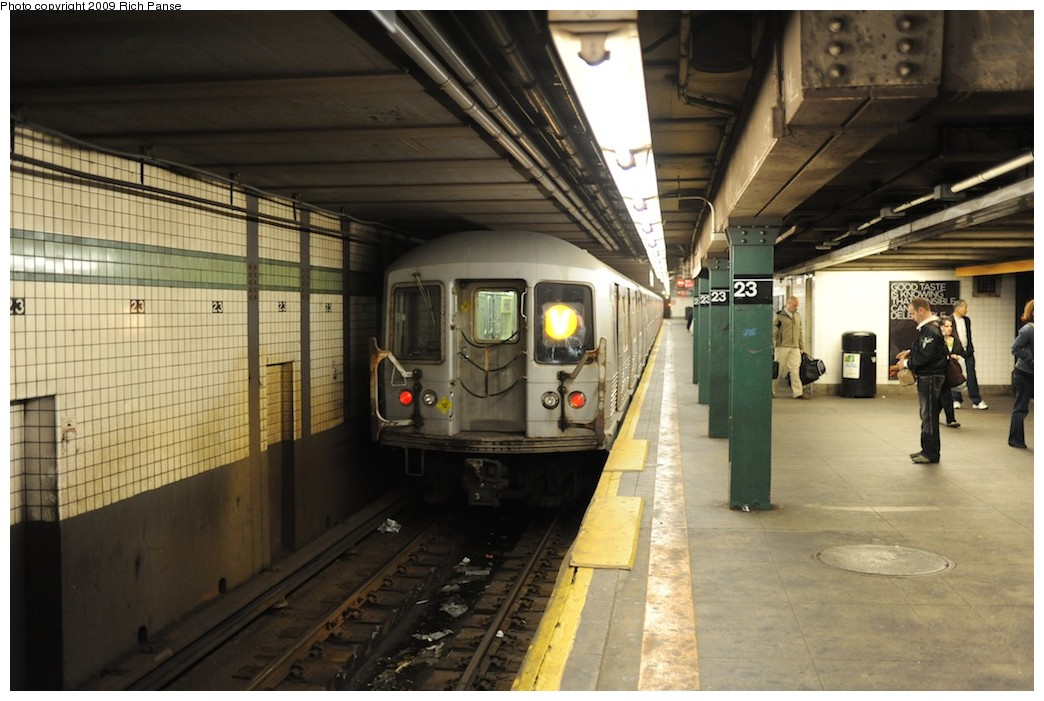 (177k, 1044x701)<br><b>Country:</b> United States<br><b>City:</b> New York<br><b>System:</b> New York City Transit<br><b>Line:</b> IND 6th Avenue Line<br><b>Location:</b> 23rd Street <br><b>Route:</b> V<br><b>Car:</b> R-42 (St. Louis, 1969-1970)   <br><b>Photo by:</b> Richard Panse<br><b>Date:</b> 10/9/2009<br><b>Viewed (this week/total):</b> 0 / 1465