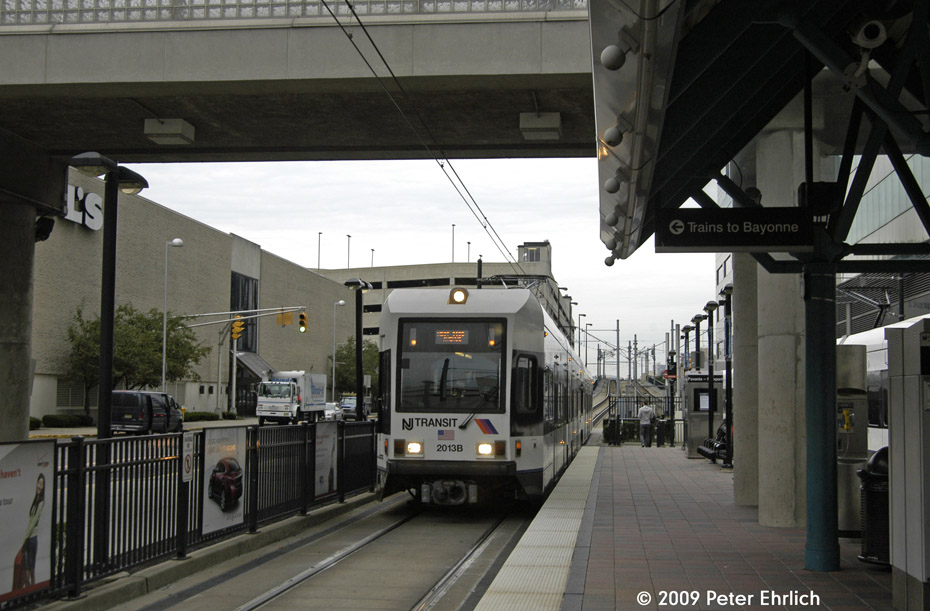 (184k, 930x611)<br><b>Country:</b> United States<br><b>City:</b> Jersey City, NJ<br><b>System:</b> Hudson Bergen Light Rail<br><b>Location:</b> Pavonia/Newport <br><b>Car:</b> NJT-HBLR LRV (Kinki-Sharyo, 1998-99)  2013 <br><b>Photo by:</b> Peter Ehrlich<br><b>Date:</b> 10/9/2009<br><b>Notes:</b> Outbound.<br><b>Viewed (this week/total):</b> 1 / 406