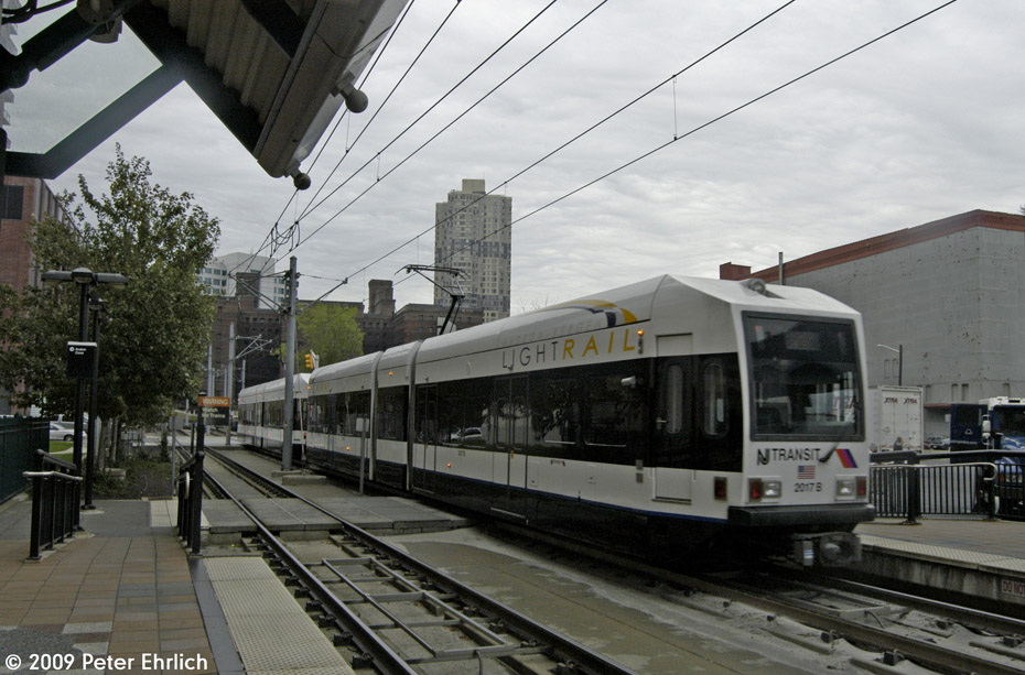 (203k, 930x613)<br><b>Country:</b> United States<br><b>City:</b> Jersey City, NJ<br><b>System:</b> Hudson Bergen Light Rail<br><b>Location:</b> Harsimus Cove <br><b>Car:</b> NJT-HBLR LRV (Kinki-Sharyo, 1998-99)  2017 <br><b>Photo by:</b> Peter Ehrlich<br><b>Date:</b> 10/9/2009<br><b>Notes:</b> Outbound.<br><b>Viewed (this week/total):</b> 1 / 345