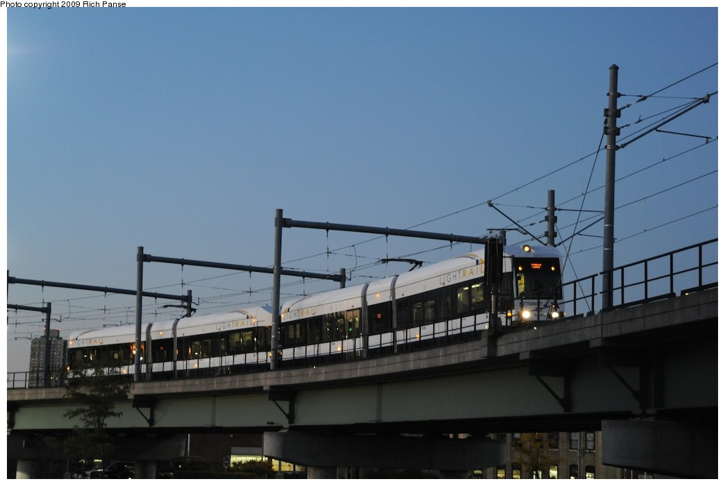 (122k, 1044x701)<br><b>Country:</b> United States<br><b>City:</b> Jersey City, NJ<br><b>System:</b> Hudson Bergen Light Rail<br><b>Location:</b> Between Newport & Hoboken <br><b>Photo by:</b> Richard Panse<br><b>Date:</b> 10/8/2009<br><b>Notes:</b> Hoboken Wye<br><b>Viewed (this week/total):</b> 0 / 354