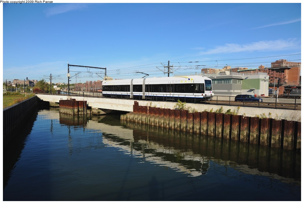 (146k, 1044x701)<br><b>Country:</b> United States<br><b>City:</b> Hoboken, NJ<br><b>System:</b> Hudson Bergen Light Rail<br><b>Location:</b> Hoboken <br><b>Photo by:</b> Richard Panse<br><b>Date:</b> 10/11/2009<br><b>Notes:</b> View from Hudson walkway.<br><b>Viewed (this week/total):</b> 0 / 470