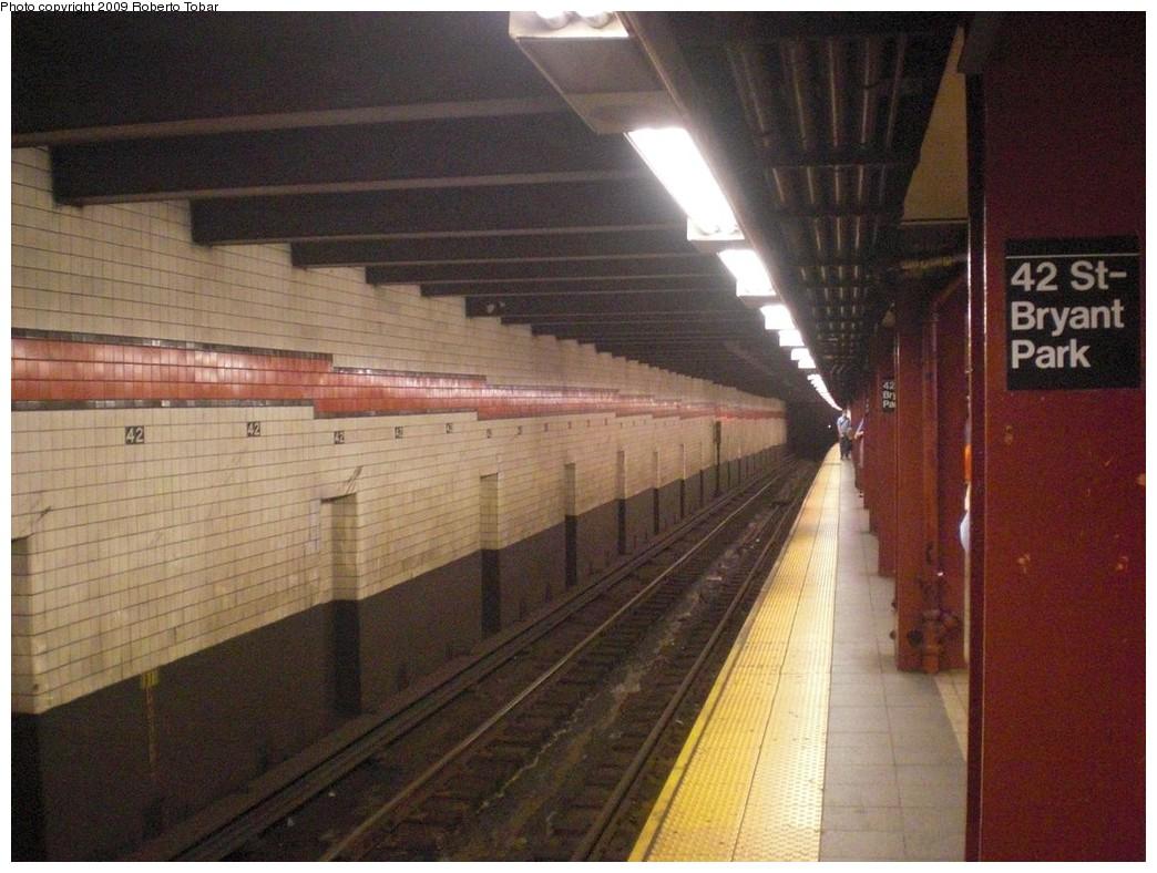 (245k, 1044x788)<br><b>Country:</b> United States<br><b>City:</b> New York<br><b>System:</b> New York City Transit<br><b>Line:</b> IND 6th Avenue Line<br><b>Location:</b> 42nd Street/Bryant Park <br><b>Photo by:</b> Roberto C. Tobar<br><b>Date:</b> 9/25/2009<br><b>Viewed (this week/total):</b> 0 / 920