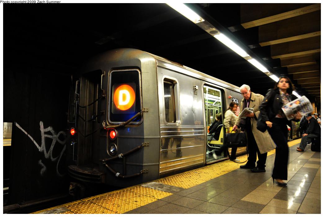 (221k, 1044x700)<br><b>Country:</b> United States<br><b>City:</b> New York<br><b>System:</b> New York City Transit<br><b>Line:</b> BMT 4th Avenue<br><b>Location:</b> 36th Street <br><b>Route:</b> D<br><b>Car:</b> R-68 (Westinghouse-Amrail, 1986-1988)  2674 <br><b>Photo by:</b> Zach Summer<br><b>Date:</b> 10/22/2009<br><b>Viewed (this week/total):</b> 1 / 1553