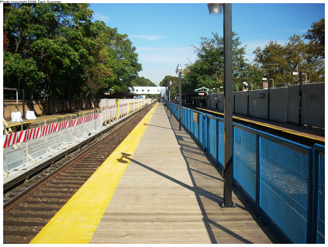 (385k, 1044x788)<br><b>Country:</b> United States<br><b>City:</b> New York<br><b>System:</b> New York City Transit<br><b>Line:</b> BMT Brighton Line<br><b>Location:</b> Avenue J <br><b>Photo by:</b> Zach Summer<br><b>Date:</b> 10/22/2009<br><b>Notes:</b> Temporary Coney Island Bound platform.<br><b>Viewed (this week/total):</b> 0 / 815