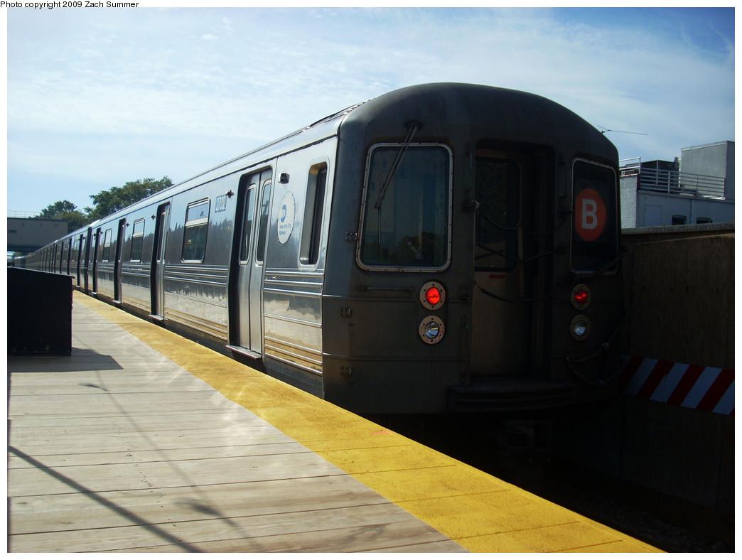 (209k, 1044x788)<br><b>Country:</b> United States<br><b>City:</b> New York<br><b>System:</b> New York City Transit<br><b>Line:</b> BMT Brighton Line<br><b>Location:</b> Kings Highway <br><b>Route:</b> B<br><b>Car:</b> R-68 (Westinghouse-Amrail, 1986-1988)  2792 <br><b>Photo by:</b> Zach Summer<br><b>Date:</b> 10/22/2009<br><b>Viewed (this week/total):</b> 0 / 718