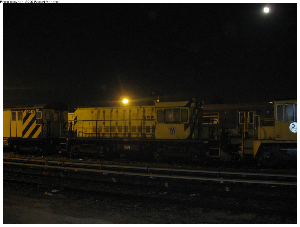 (147k, 1044x788)<br><b>Country:</b> United States<br><b>City:</b> New York<br><b>System:</b> New York City Transit<br><b>Location:</b> Jamaica Yard/Shops<br><b>Car:</b> R-120 Locomotive  909 <br><b>Photo by:</b> Robert Mencher<br><b>Date:</b> 11/3/2009<br><b>Viewed (this week/total):</b> 0 / 571